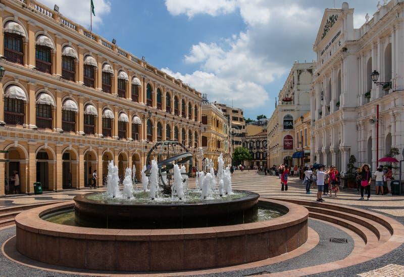 Il panorama di largo quadrato centrale storico fa Senado, senato con la fontana nella zona pedonale Sé, Macao, Cina, Asia fotografie stock