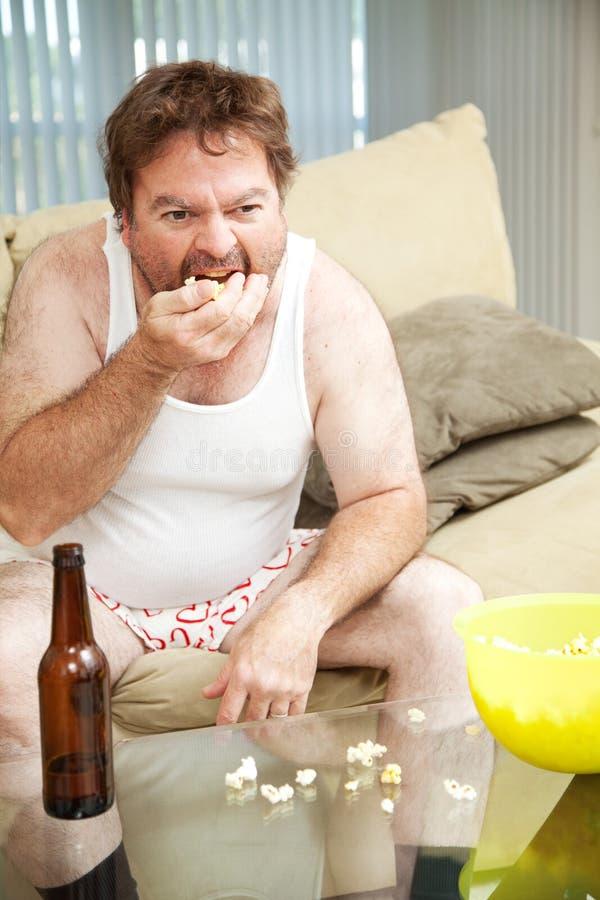 Il pantofolaio mangia il popcorn immagine stock libera da diritti