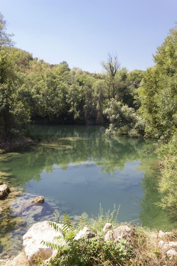 Il parco naturale che circonda le cascate di Kravica immagine stock libera da diritti