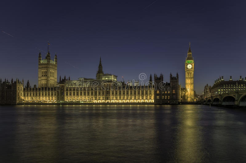 Il Parlamento di Londra di notte immagine stock