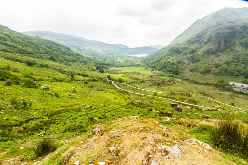 Il passaggio di Nant Gwynant, valle della montagna in Galles fotografia stock