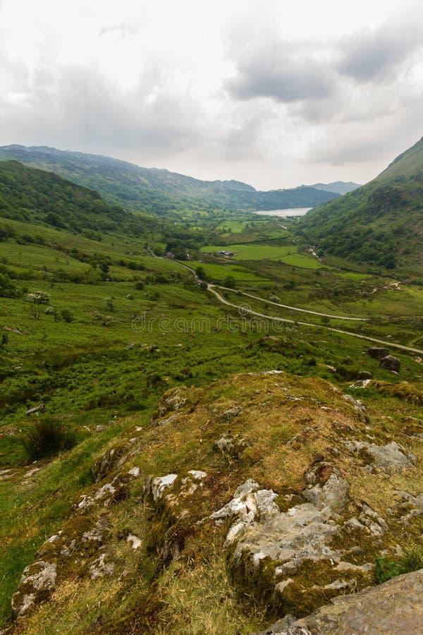 Il passaggio di Nant Gwynant, valle della montagna in Galles immagine stock