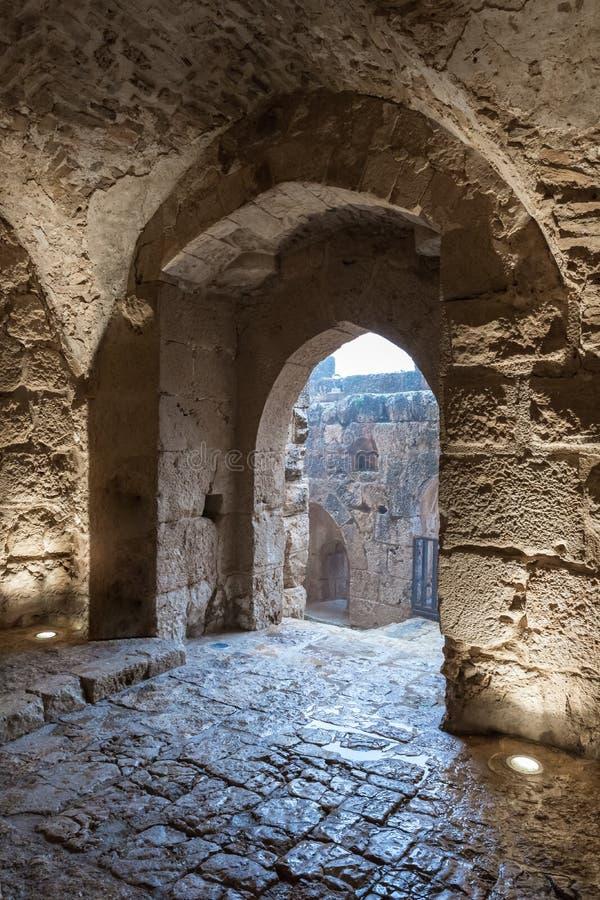 Il passaggio interno nel castello di Ajloun, anche conosciuto come Qalat AR-Rabad, è un castello musulmano del XII secolo situato fotografie stock libere da diritti