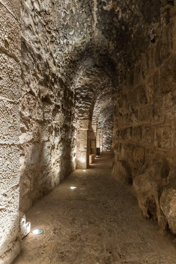 Il passaggio interno nel castello di Ajloun, anche conosciuto come Qalat AR-Rabad, è un castello musulmano del XII secolo situato immagini stock