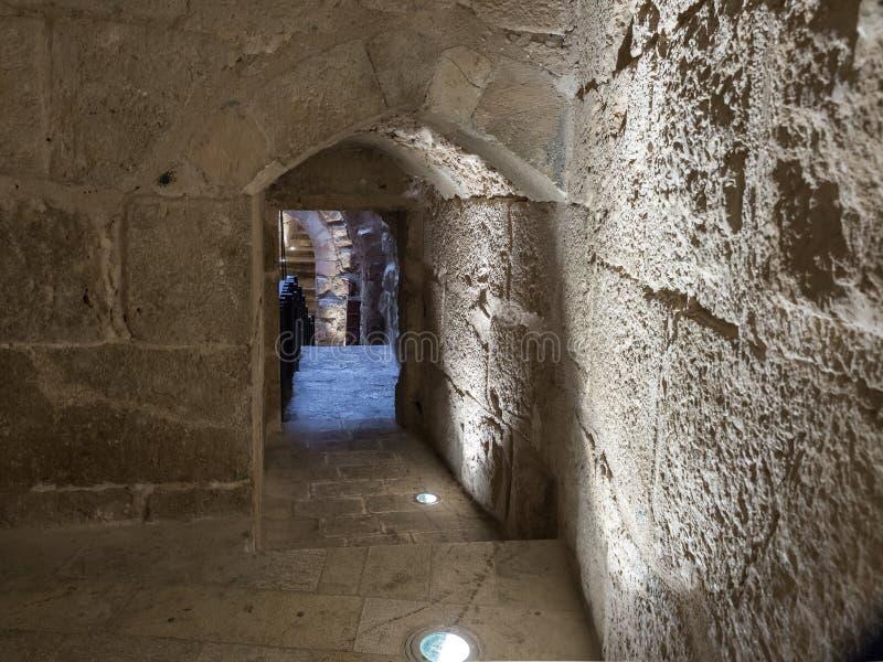 Il passaggio interno nel castello di Ajloun, anche conosciuto come Qalat AR-Rabad, è un castello musulmano del XII secolo situato fotografia stock