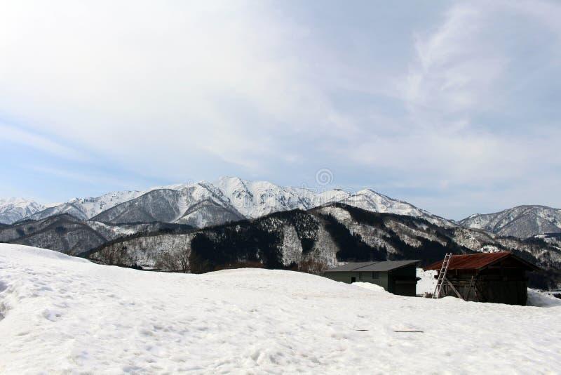 Il patrimonio mondiale, Shirakawa-va quali case sono coperte dallo sno fotografie stock