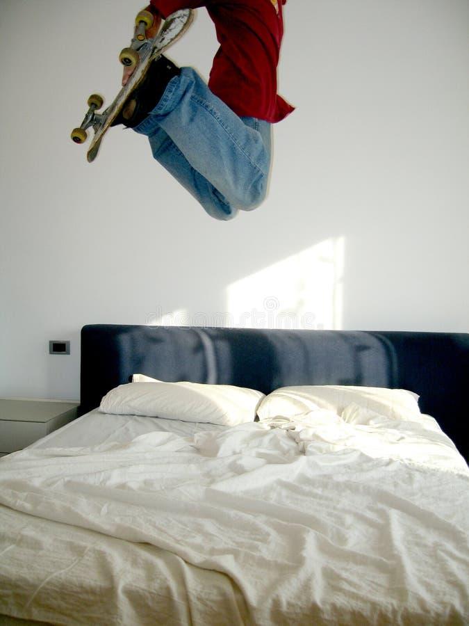Il pattino salta sopra la base fotografie stock libere da diritti