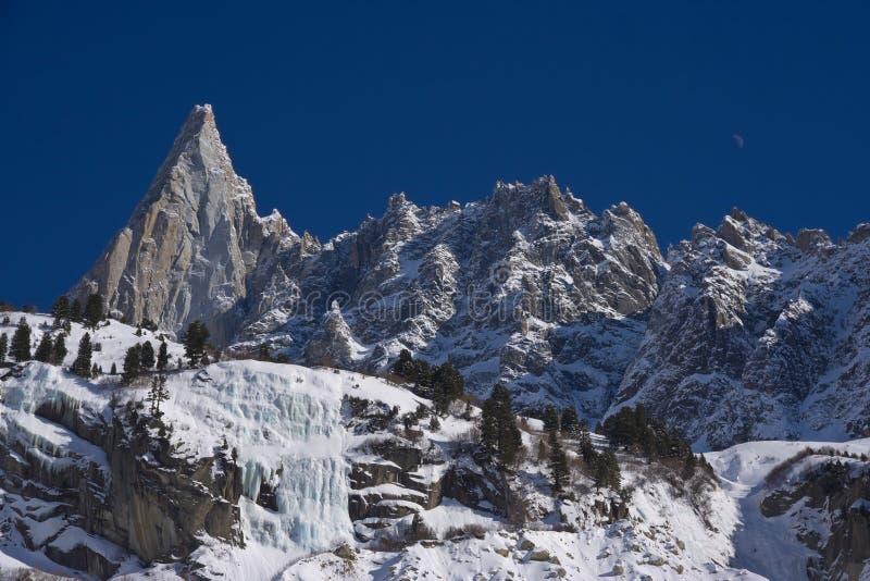 il peack famoso di aiguille du dru di europen le alpi immagine stock libera da diritti