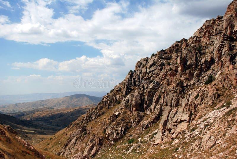 Il pendio delle montagne di Tien Shan occidentale nell'Uzbekistan fotografie stock libere da diritti