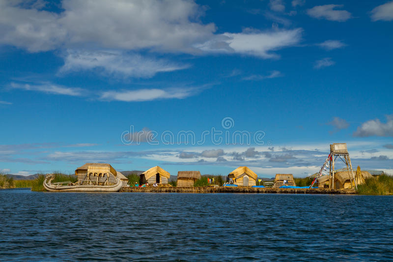 Il Perù, isole di galleggiamento di Uros sul lago Titicaca fotografia stock libera da diritti