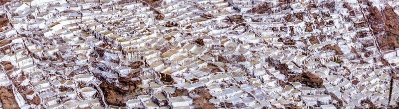 Il Perù, saline di Maras, evaporazione del sale accumula immagini stock libere da diritti