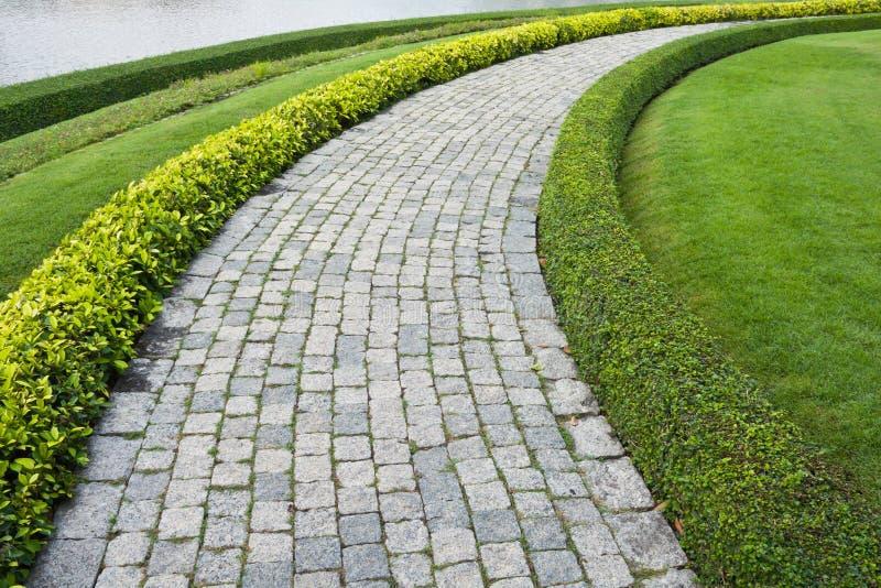 Il percorso di pietra della camminata del blocco nella sosta immagini stock libere da diritti