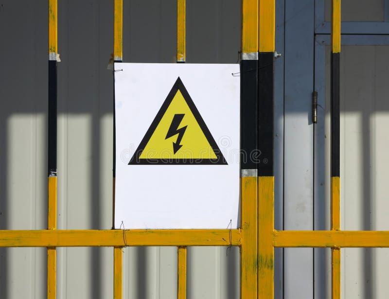 Segno del pericolo di elettricità fotografia stock