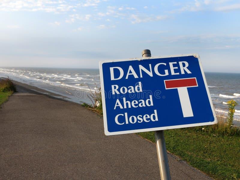 Il pericolo, strada chiusa. immagine stock libera da diritti