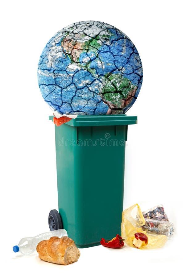 Il pianeta che distrugge l'immagine concettuale, pianeta Terra è trown in immondizia, alimento deiscarded, spreco fotografia stock