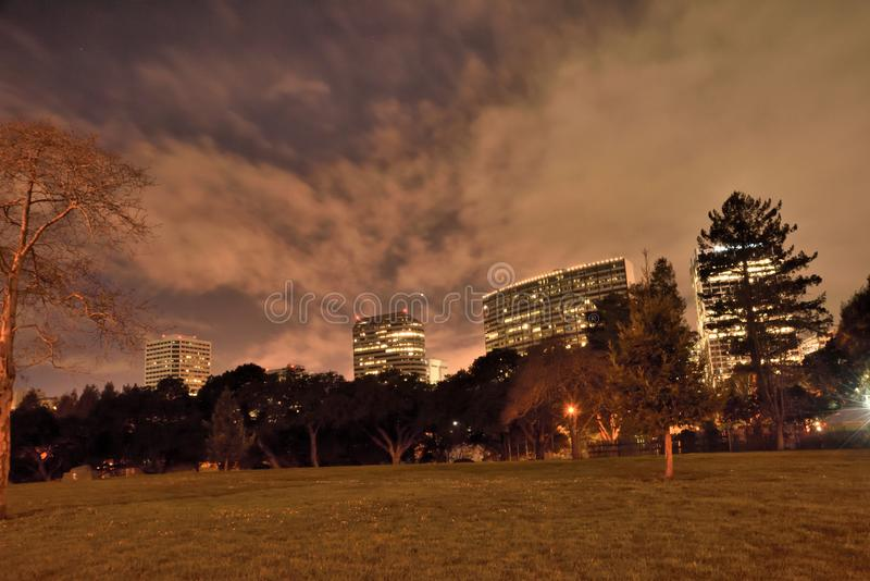 Il pianeta Venus In The Night Sky sopra Oakland del centro immagine stock libera da diritti