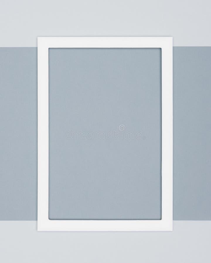 Il piano astratto pone il fondo pallido di minimalismo di struttura della carta colorata di grey Modello minimo con la cornice vu fotografia stock libera da diritti