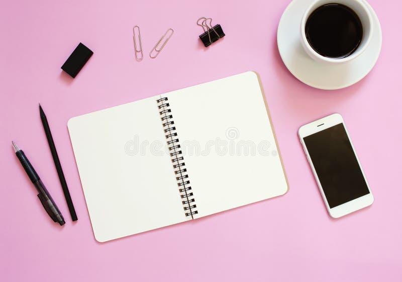 Il piano creativo pone la progettazione del modello dello scrittorio dell'area di lavoro immagini stock libere da diritti