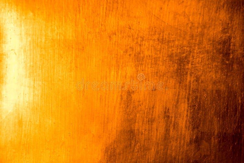 Il piatto di oro riflette la struttura ed il fondo astratti leggeri immagine stock libera da diritti