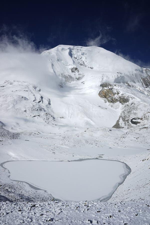 Il picco di Thorung in circuito di Annapurna fotografia stock