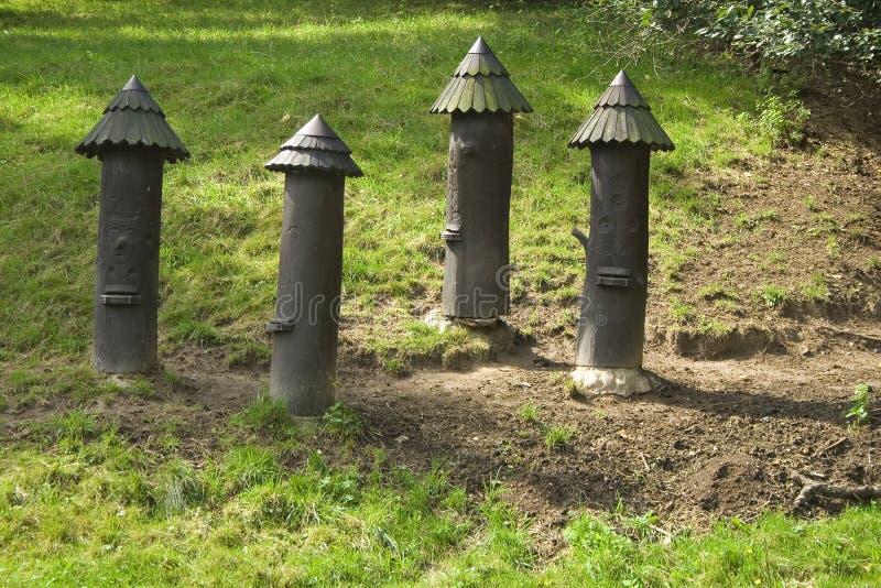Il piccolo castello si eleva sculture del legno immagine stock