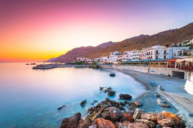 Il piccolo villaggio tradizionale di Chora Sfakion, Sfakia, Chania, Creta immagini stock libere da diritti