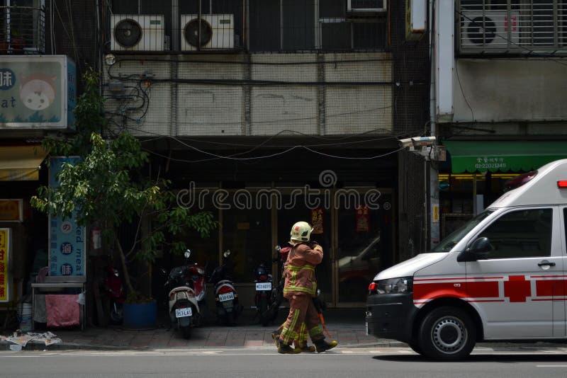 Il pompiere e la polizia nell'azione fotografie stock libere da diritti