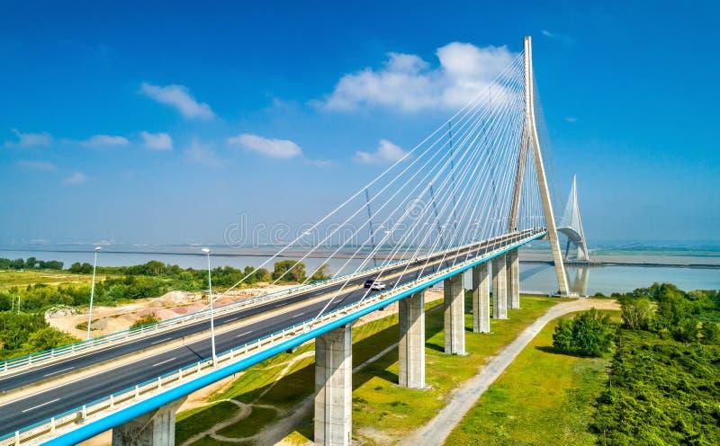 Il Pont de Normandie, un ponte della strada attraverso la Senna che collega le Havre a Honfleur in Normandia, Francia immagini stock libere da diritti