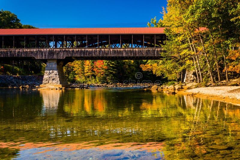 Il ponte coperto del fiume di Saco in Conway, New Hampshire fotografie stock