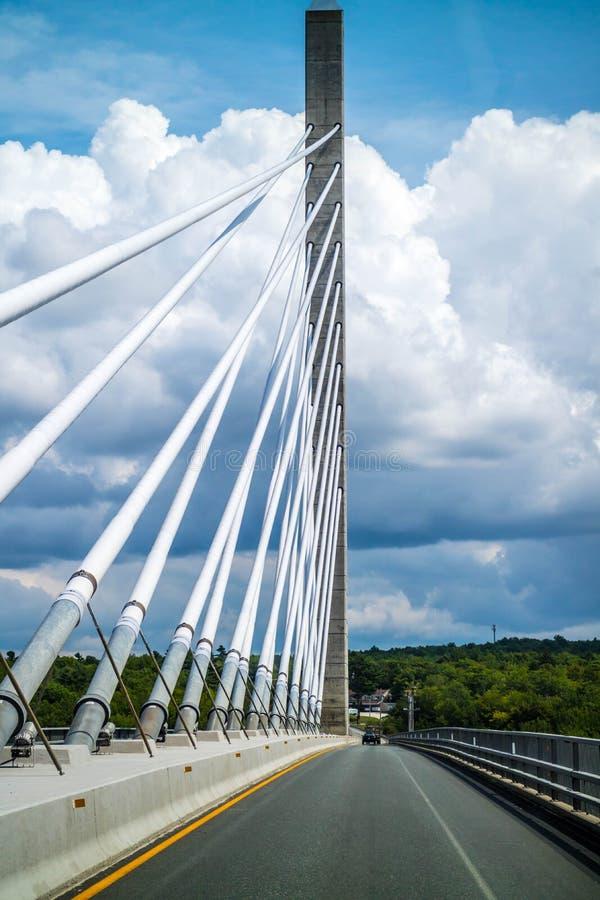 Il ponte degli stretti di Penobscot sopra il fiume di Penobscot in Maine immagine stock