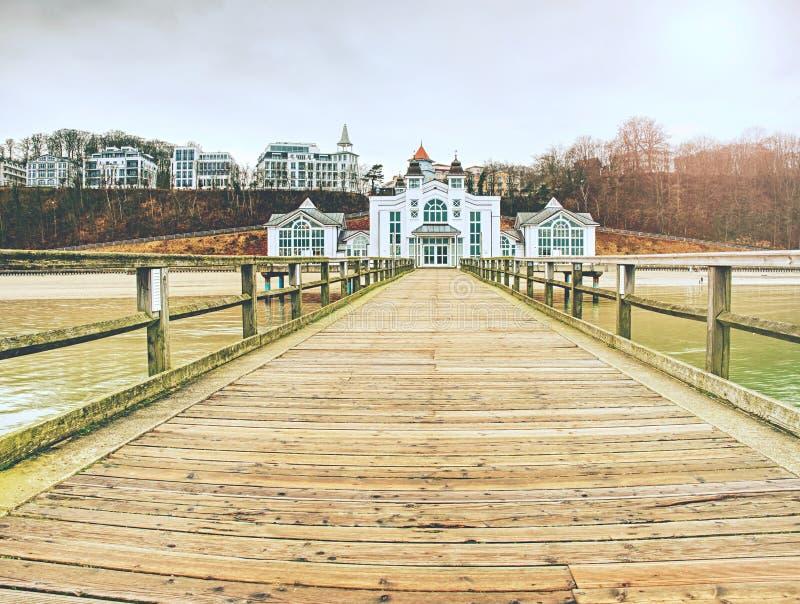 Il ponte del mare di Sellin sull'isola di Ruegen, il 27 gennaio 2018, immagine stock libera da diritti