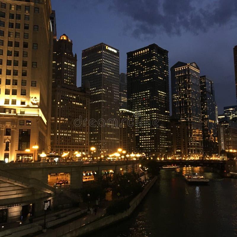 Il ponte del viale del Michigan e l'edificio di Wrigley, Chicago fotografia stock
