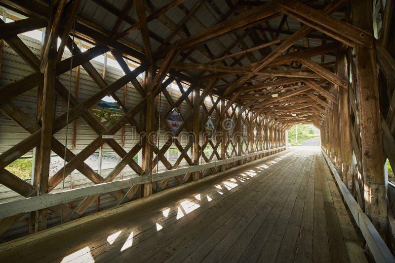 Il ponte della copertura fotografia stock