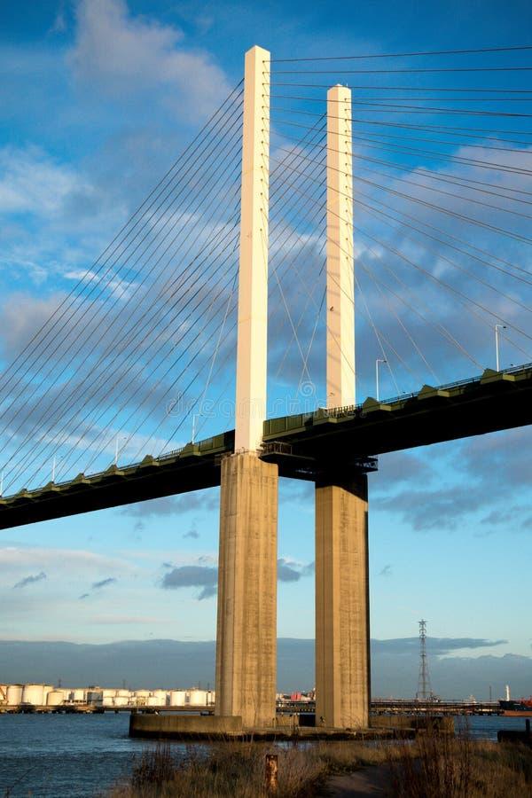 Il ponte della regina Elizabeth II attraverso il Tamigi a Dartford immagini stock