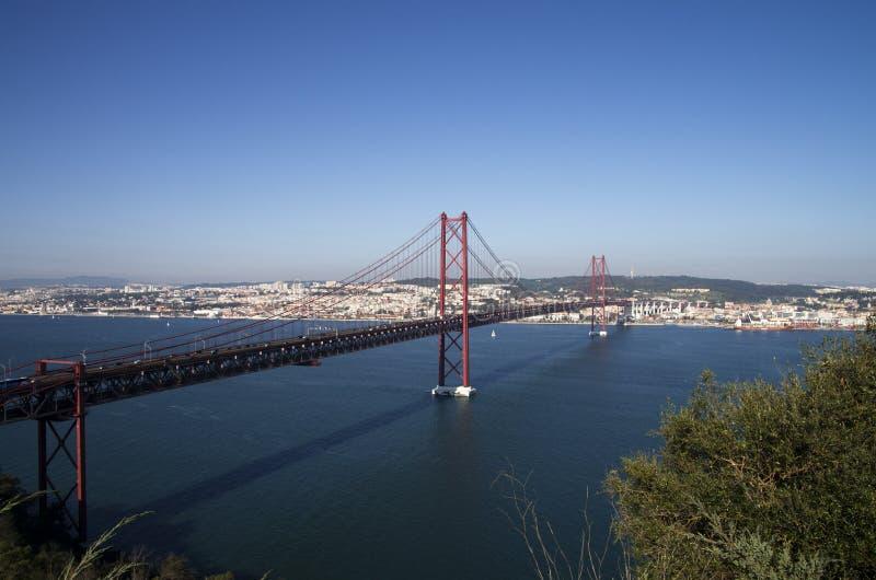 Il ponte di Lisbona dall'alto, il 25 aprile immagine stock