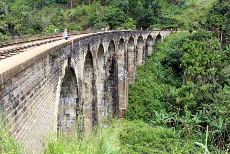 Il ponte di nove archi in Ella, raggiungibile camminando sulla ferrovia immagini stock
