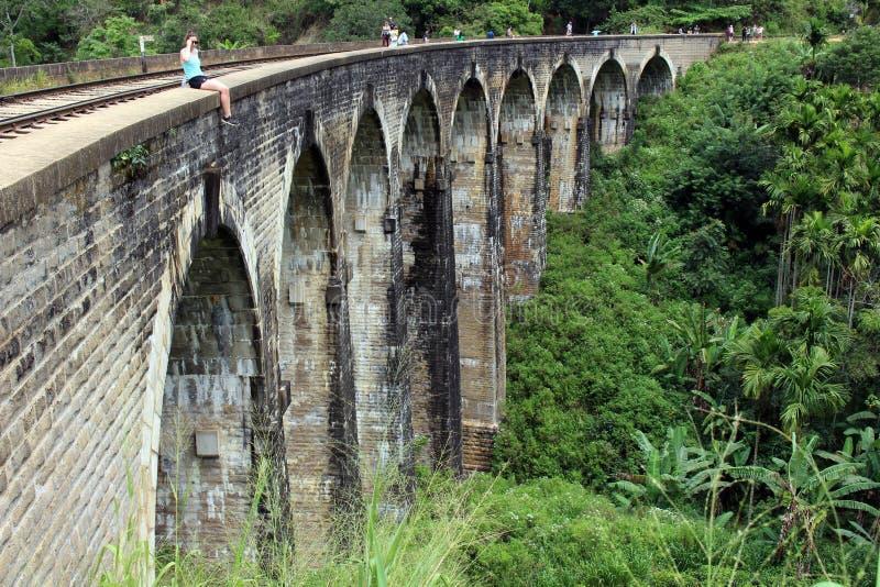 Il ponte di nove archi in Ella, raggiungibile camminando sulla ferrovia fotografia stock