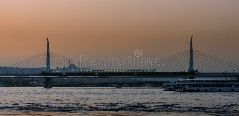 Il ponte dorato della metropolitana di Horn a Costantinopoli, Turchia immagine stock libera da diritti