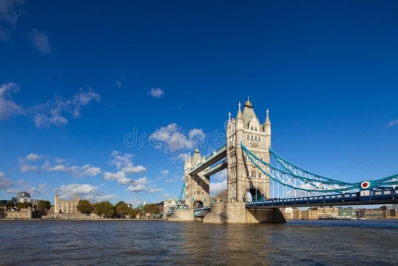 Il ponte famoso della torre a Londra, Regno Unito fotografia stock libera da diritti