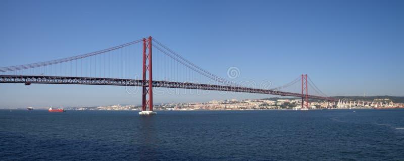 Il ponte panorama del 25 aprile a Lisbona immagini stock