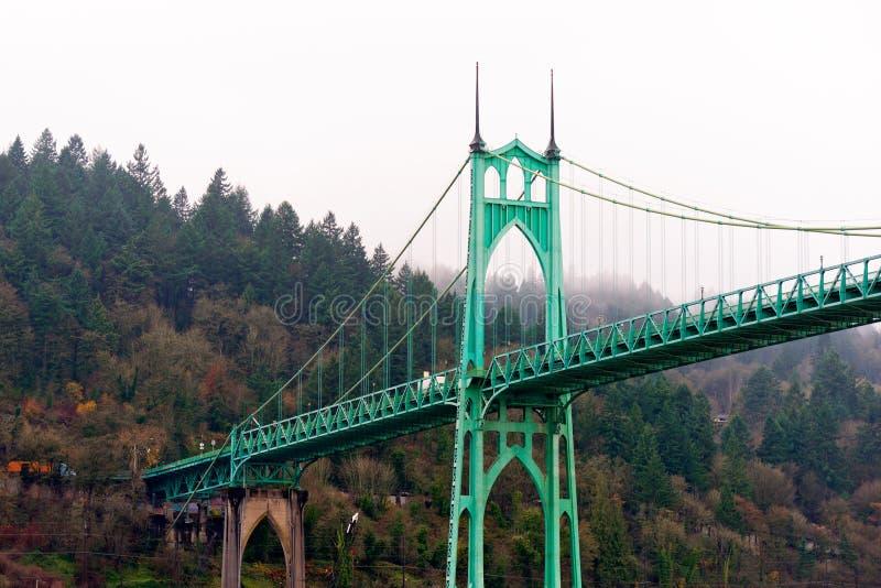 Il ponte Portland Oregon di St Johns incurva lo stile gotico immagini stock