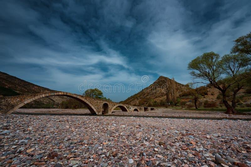Il ponte romano, vicino al villaggio di Nenkovo, la Bulgaria fotografie stock