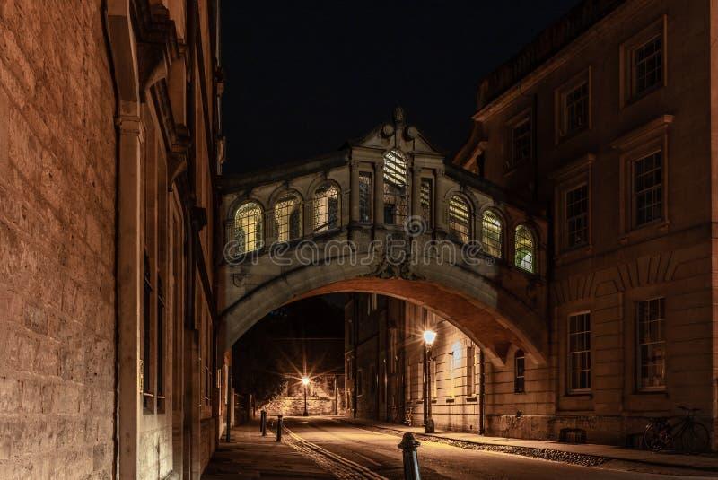Il ponte romantico dei sospiri a Oxford alla notte - 2 immagini stock libere da diritti