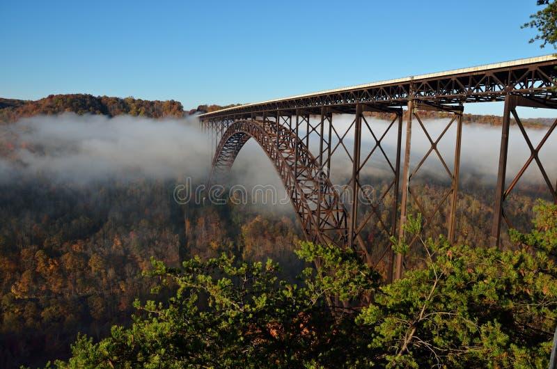 Il ponte sopra le nuvole fotografie stock