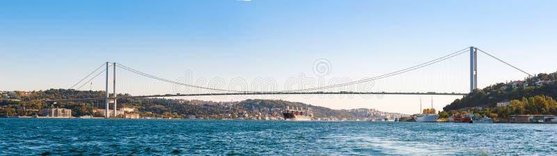 Il ponte su Bosphorus (panorama) immagine stock