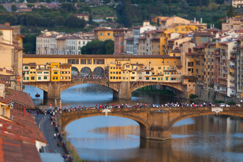 Il Ponte Vecchio al tramonto, a Firenze immagini stock