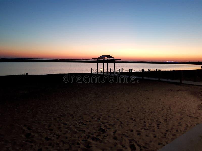 Il pontone della spiaggia di Marennes una sera immagini stock