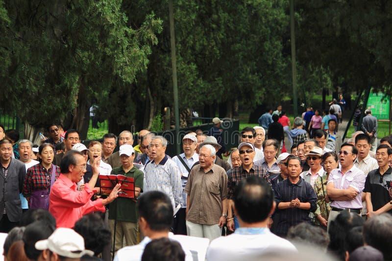 Il popolo cinese canta in parco, Pechino fotografia stock