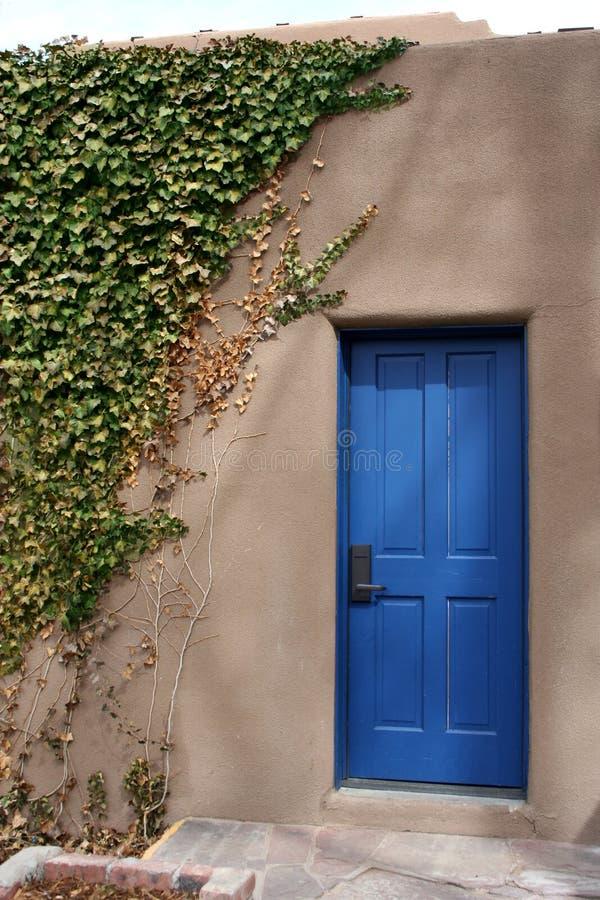 Il portello blu fotografia stock
