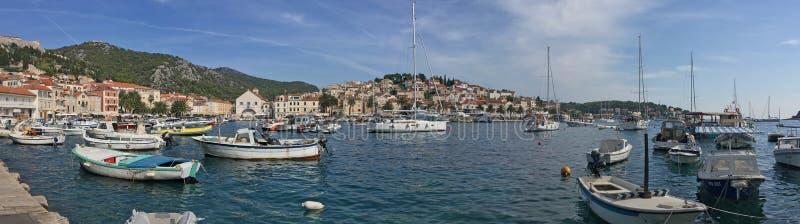 Il porto dell'yacht di Hvar fotografia stock